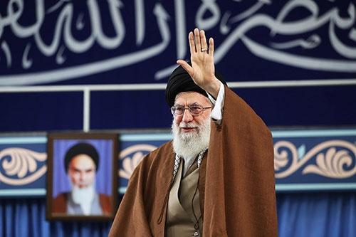米国による制裁再開を非難するイランの最高指導者、ハメネイ師(写真:Abaca/アフロ)