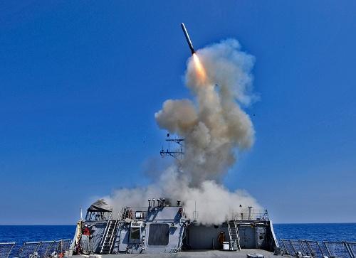 巡航ミサイル「トマホーク」の発射。同ミサイルは敵基地攻撃に利用可能とされる( 写真:ロイター/アフロ)
