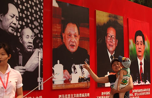中国経済の発展に、鄧小平が進めた改革開放政策は貢献したが、果たしてそれだけがけん引役だったのか(写真:アフロ)