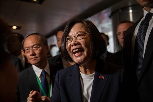 台湾の蔡英文総統。逃亡犯条例に反対する運動が香港で勢いを増すのにともなって、台湾では蔡総統への支持が高まっている。米国はこのほど、20億ドル分の武器を台湾に売却することを認めた(写真:The New York Times/Redux/アフロ)