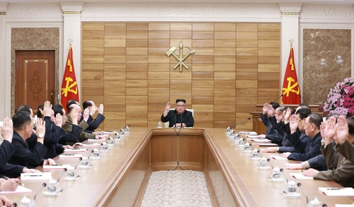 2019年4月9日に開かれた朝鮮労働党政治局拡大会議の様子(提供:KNS/KCNA/AFP/アフロ)