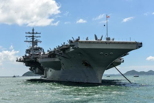 米空母「ロナルド・レーガン」。この7月、南シナ海において2度の演習を実施した。(写真:ZUMA Press/アフロ)