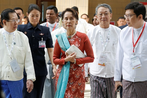 投資促進イベントに出席するアウン・サン・スー・チー国家最高顧問(写真:ロイター/アフロ)