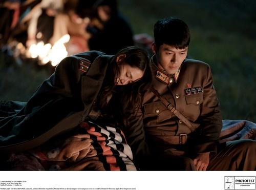 韓国ドラマ「愛の不時着」では、境界線を越えてきた韓国人女性を、北朝鮮の兵士が命をかけてかくまった。だが、現実は(写真:Photofest/アフロ)