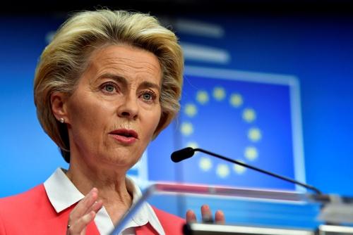 欧州委員会のウルズラ・フォンデアライエン委員長は「グリーン・リカバリー」を推進する意向を示す(写真:代表撮影/ロイター/アフロ)