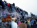 ベルリンの壁崩壊から30年、今も続く心の東西分断