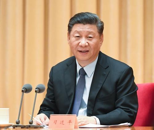 中央経済工作会議で発言する、中国の習近平国家主席(写真:新華社/アフロ)