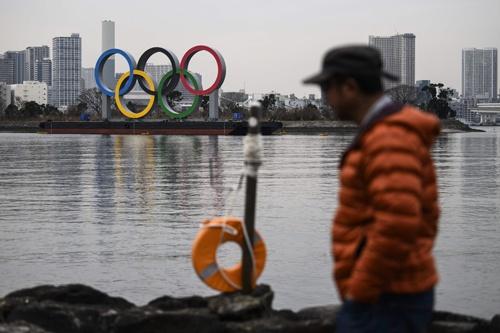 東京お台場に設置された五輪のマークはどこか寂しげだ(写真:AFP/アフロ)