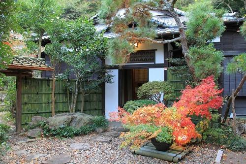 神奈川県鎌倉市の築100年の古民家をリフォームして本社オフィスとしている