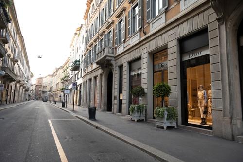 イタリア・ミラノの街は今も閑散としている(写真:Pietro D'Aprano / Getty Images)