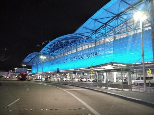 サンフランシスコ国際空港・国内線(上)と同空港・国際線