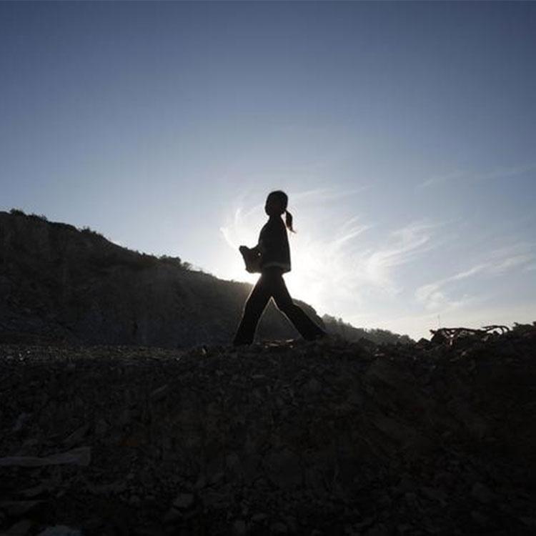 世界の児童労働が20年ぶりに増加、コロナ禍で悪化も