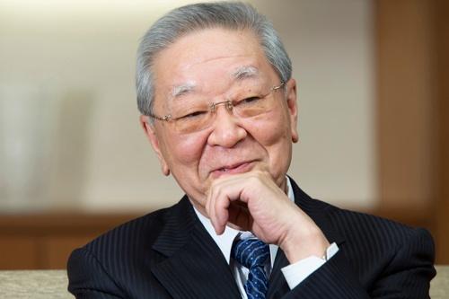 2020年2月、日経ビジネスのインタビューに応じた中西氏。経団連会長として、日本経済のために「まだまだ、やることはいっぱいある」と話していた(写真:的野弘路)