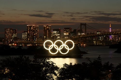 7月14日、2030年までに12兆円と都が見込んだ東京五輪・パラリンピックの需要押し上げ効果(レガシー効果)は、新型コロナウイルス禍と五輪の大幅な規模縮小で前提が崩れた。東京都で6月21日撮影(2021年ロイター/Pawel Kopczynski)