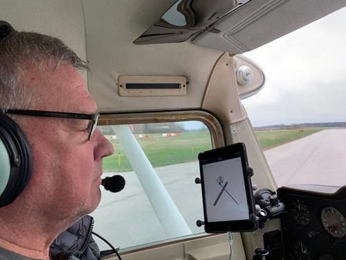 ウォーリーさん(写真)が、ご自分の飛行機であちこちに連れて行ってくれた。