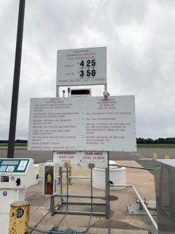 ワウパカエアポートのセルフ燃料スタンド。