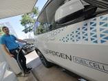 独自動車大手、水素燃料とEVに「二股」の思惑
