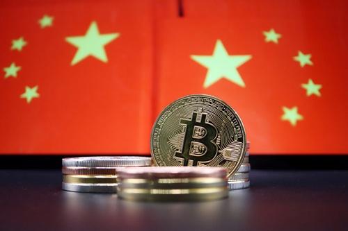 中国当局がついに暗号資産(仮想通貨)に関連する全ての取引と採掘(マイニング)を禁止すると発表した。写真はイメージ。6月撮影(2021年 ロイター/Florence Lo)