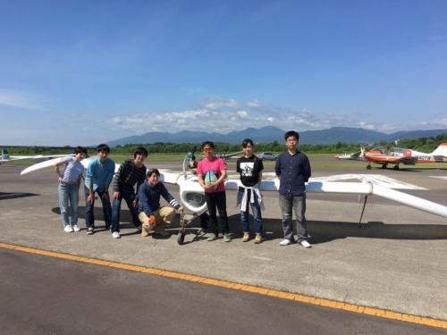 たきかわスカイパークでの試験飛行時の記念写真。