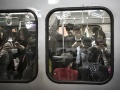 日本人が寝ている間に中国人エリートが電車の中でしていること