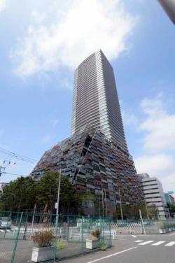 「としまエコミューゼタウン」は、東京メトロ「東池袋」駅に直結する、地上49階、地下3階の超高層タワー。1階から9階が区庁舎、11階から49階がタワーマンションになっている。(写真:豊島区。以下特記なきものは豊島区提供)
