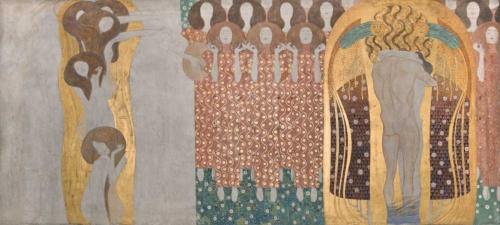 グスタフ・クリムト《ベートーヴェン・フリーズ》(部分) 1984年(原寸大複製/オリジナルは1901-1902年) 216×3438㎝ ベルヴェデーレ宮オーストリア絵画館 (C)Belvedere, Vienna