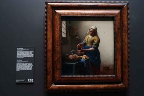 ヨハネス・フェルメール「牛乳を注ぐ女」(アムステルダム国立美術館、写真:田中靖浩氏撮影)