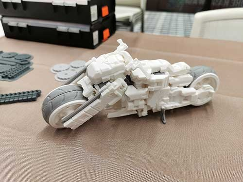 長岡メイカーズに出展されていた3Dプリント作品。バイクからロボットに変形することができる