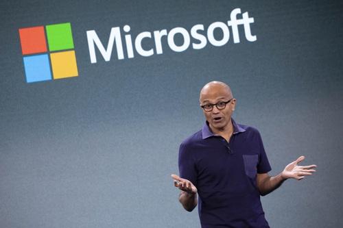 米マイクロソフトもオープンソース・ソフトウエアを自社の戦略の中核に置いている。サティア・ナデラCEO(最高経営責任者)は「Microsoft Loves Linux」という講演を行った。(写真:AP/アフロ)