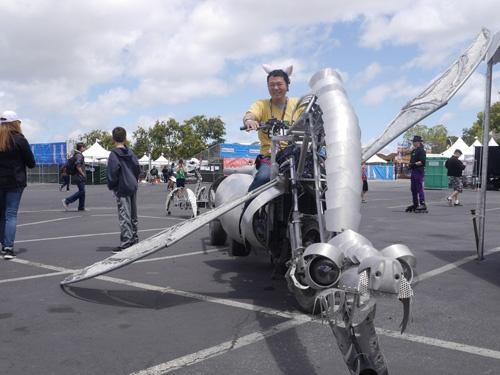 2015年、メイカーフェアニューヨークでのドラゴン型オートバイ
