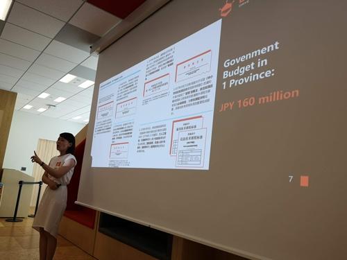 中国でのメイカー教育についてプレゼンするDFRobotのレイチェル・ジャン