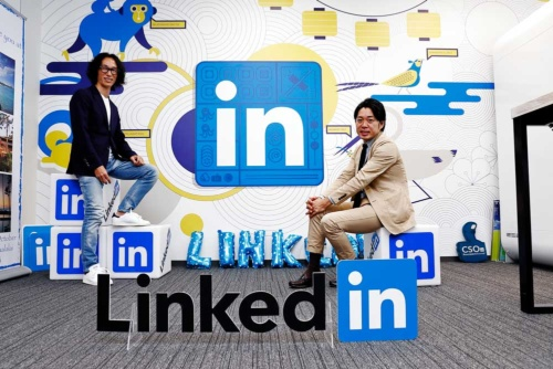 LinkedIn日本代表の村上臣氏(写真左)とオープンワーク副社長の麻野耕司氏(撮影:竹井俊晴、ほかも同じ)