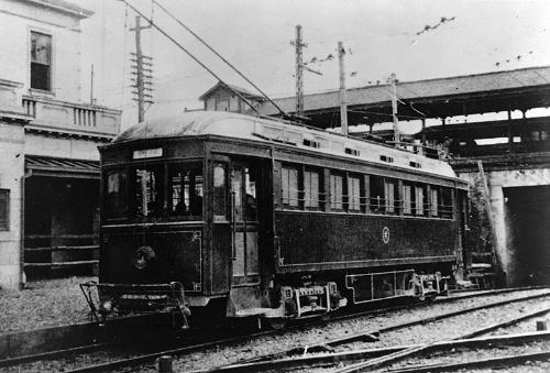 大正9年(1920年)頃の玉川電鉄。当時の市電と同じく路面電車だった。大正11年(1922年)には天現寺線が開通し、省線をくぐって渋谷駅の東側に乗り入れていた(提供:東急株式会社)