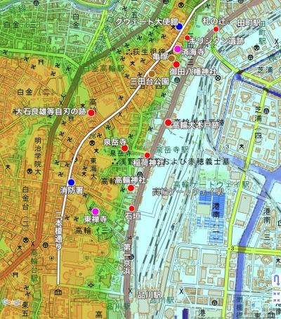 今回紹介するエリア。茶は中世以前、赤は江戸時代、ピンクは幕末、青は近代のスポットを表している。高台の二本榎通り(古街道)と、低地の第一京浜(江戸時代の東海道)が並行して走っているのがポイント。「スーパー地形」(iOS版)より