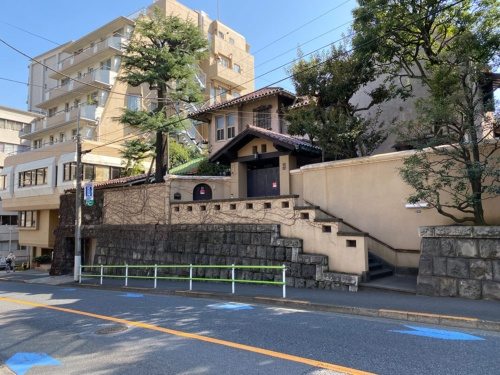 柴田錬三郎邸。柴田錬三郎は歴史小説で有名な作家。1978年没