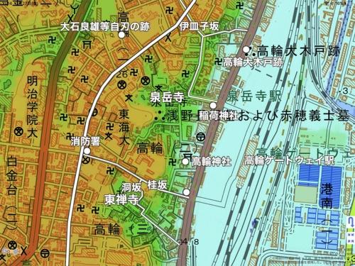 高輪周辺の地図。白い丸は文中で登場する史跡。左の白い線が二本榎通り