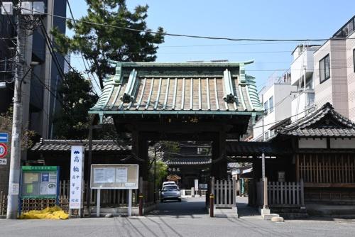 泉岳寺の中門。1836年に再建されたもの