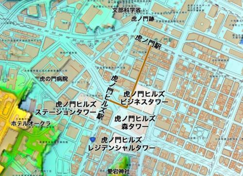 虎ノ門ヒルズ駅周辺の超高層ビル(建設中を含む)と今の虎ノ門周辺。4つの超高層ビルがこのようにできる。茶色い線は東京メトロ銀座線の虎ノ門駅と同日比谷線の虎ノ門ヒルズ駅を結ぶ地下道