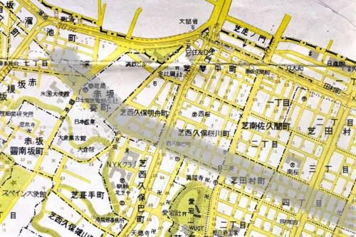 1958年(昭和33年)の地図で虎ノ門を見ると(まだ虎ノ門という町名ではないが)、赤坂葵町から芝西久保桜川町を通って東方向へ破線で計画道路が描かれている(図中のグレーの網掛け部分)。これが14年に開通した環状2号線の元の計画だ。港区詳細図(日地出版)