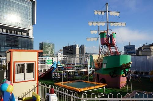 東急百貨店東横店屋上から。左手に完成したばかりの渋谷ヒカリエが見える。2012年撮影(写真:荻窪圭)
