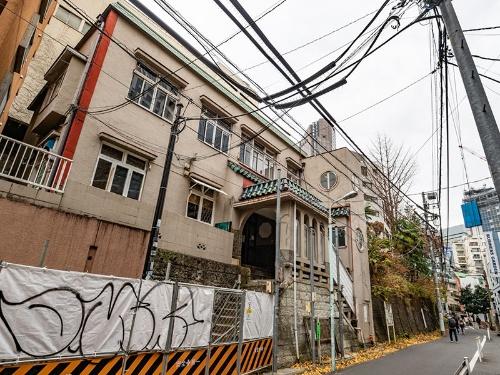 閉鎖直前の桜丘口地区。左手に見えるのが「ジュネス順心」。右側にJRの線路がある(写真:荻窪圭)