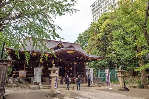 1938年(昭和13年)に建てられた拝殿。江戸期の時から左へ回転している