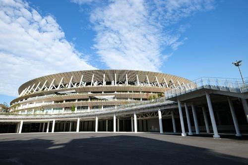 国立競技場をかつて明治公園だった辺りから望む(写真:荻窪圭、以下同じ)