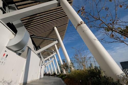 国立競技場の5階に設けられた「空の杜」。オリンピック開催後は、自由に散策できる開放空間となる予定だ