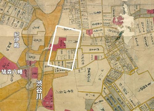 宝暦年間の江戸図より千駄ヶ谷村周辺。白線で四角く囲ったのが国立競技場の敷地。赤く塗られた場所は寺社を示している。枠内の赤い場所の向かって左側が「寂光寺」、右側が「神明」。渋谷川の西側の台地の上に、鳩森八幡神社、紀州藩の抱(かかえ)屋敷があった