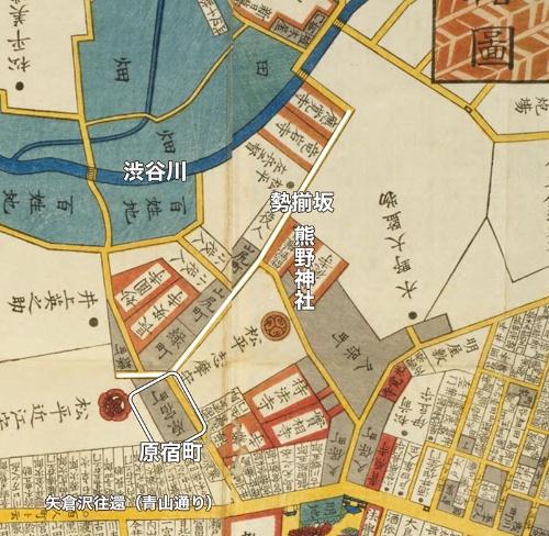 白線で囲った部分が原宿町のあったところ。そこを通る白く塗った線が旧鎌倉街道だ。原宿町の下、左右に描かれている道が今の青山通り、かつての矢倉沢往還だ。勢揃坂を下った後、道は左に折れ、渋谷川(現在の外苑西通りのあたり)を渡っている。「江戸切絵図」より
