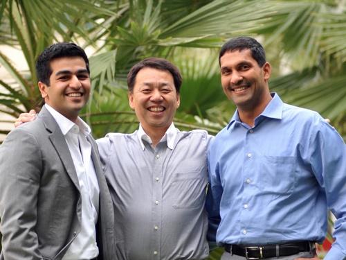 2011年、ソフトバンクとバーティグループとの合弁会社を立ち上げた際のマネジメントメンバー。写真中央が現Mistletoe Singaporeの大蘿淳司マネージング・ディレクター