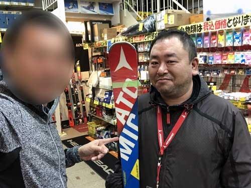 """スキーと言えば<a href=""""http://company.kandahar.co.jp/shop/honten/"""" target=""""_blank"""">カンダハー</a>。本店店長の鈴木くんと。"""