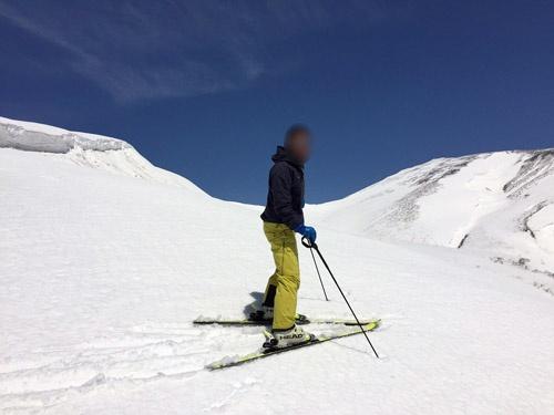 ご覧くださいこの雪景色。月山はまだ冬です。
