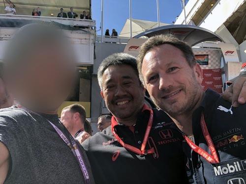 ホンダの山本雅史F1マネージングディレクターと、レッドブル・レーシングのクリスチャン・ホーナー代表。